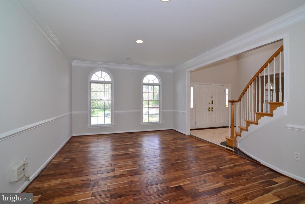 Living Room with hardwood and recess lights - 13247 MIDDLETON FARM LN, HERNDON