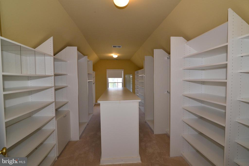 Huge walk in closet with master - 13247 MIDDLETON FARM LN, HERNDON