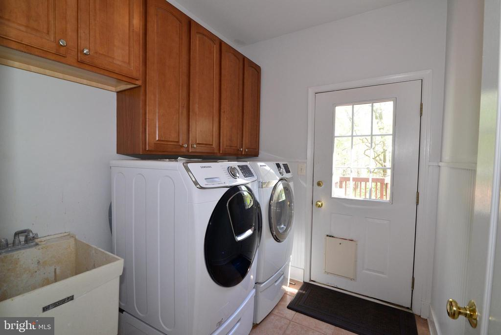 Main level laundry with utility sink - 13247 MIDDLETON FARM LN, HERNDON