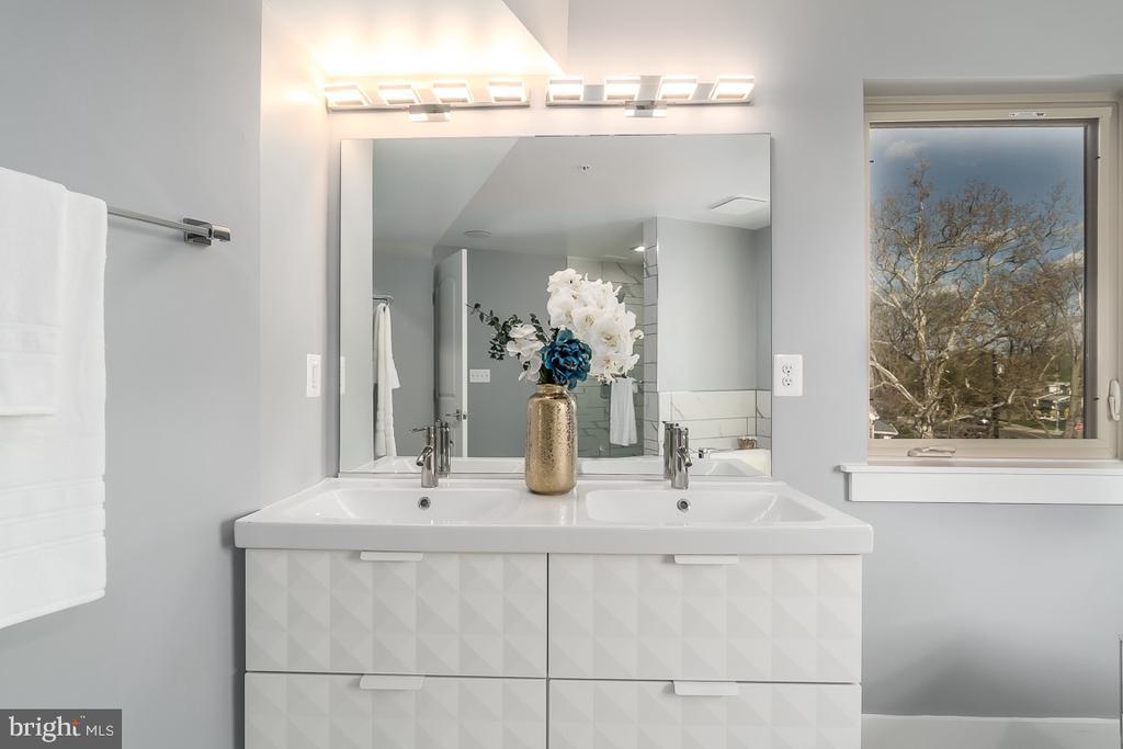 Master Bathroom - 5700 BLAIR RD NE, WASHINGTON