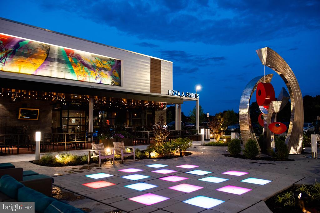 Mellow Mushroom in The Field at Commonwealth - 4601 QUINNS MILLS WAY, CHANTILLY