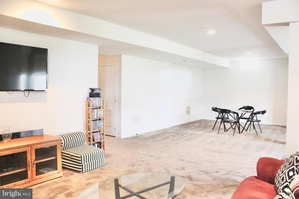Huge finished basement-with walkout to patio - 4025 BRIDLE RIDGE RD, UPPER MARLBORO