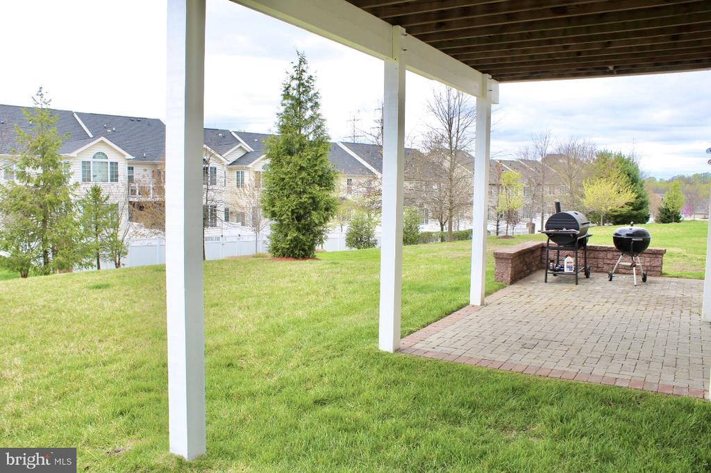 Outside entertaining areas above and below - 4025 BRIDLE RIDGE RD, UPPER MARLBORO