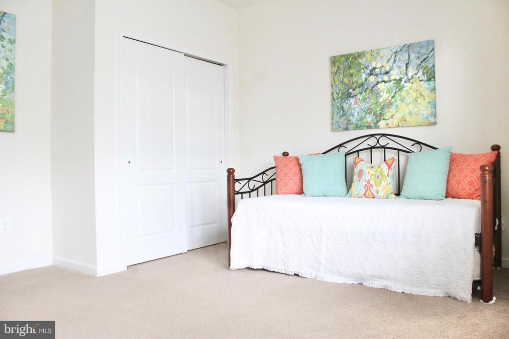 Spacious guest room - 4025 BRIDLE RIDGE RD, UPPER MARLBORO