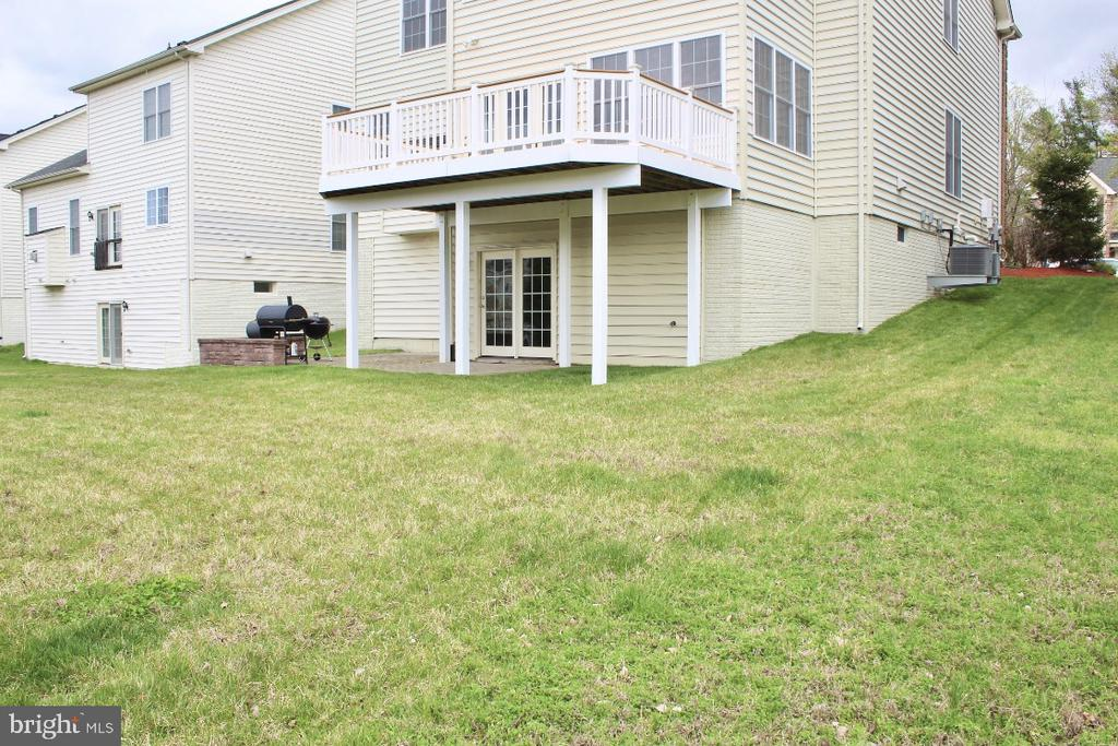 Large deck and covered patio - 4025 BRIDLE RIDGE RD, UPPER MARLBORO