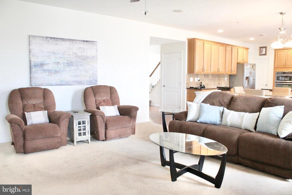 Spacious yet cozy family room  with fireplace - 4025 BRIDLE RIDGE RD, UPPER MARLBORO