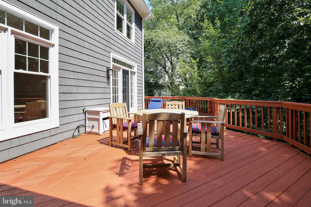 Deck - 4110 40TH PL N, ARLINGTON