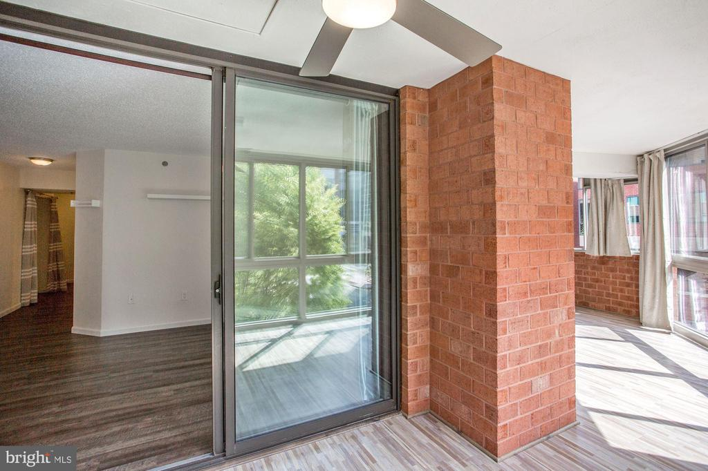 Entry to sunroom from living area - 1001 N VERMONT ST #310, ARLINGTON