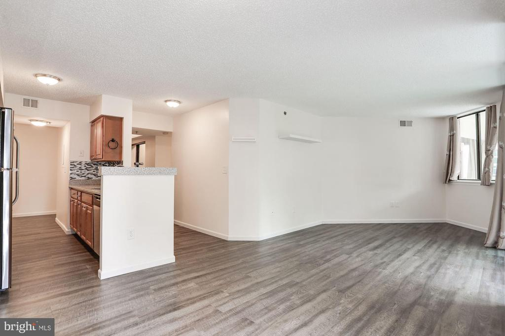 Open kitchen and living - 1001 N VERMONT ST #310, ARLINGTON