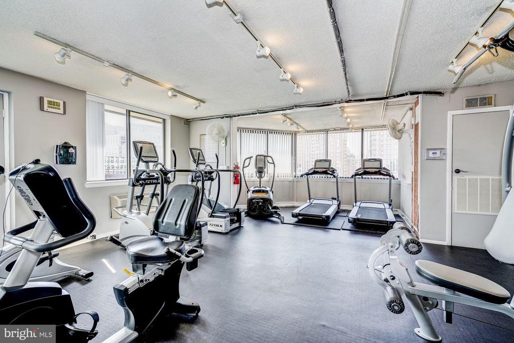 Fitness center open 24/7 - 1001 N VERMONT ST #310, ARLINGTON