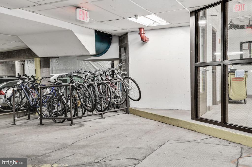 Bike storage in garage - 1001 N VERMONT ST #310, ARLINGTON