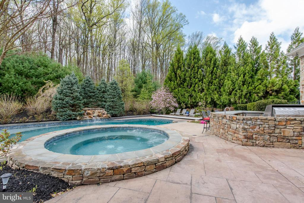 Hot Tub and Saltwater Pool - 5222 SWEET MEADOW LN, CLARKSVILLE