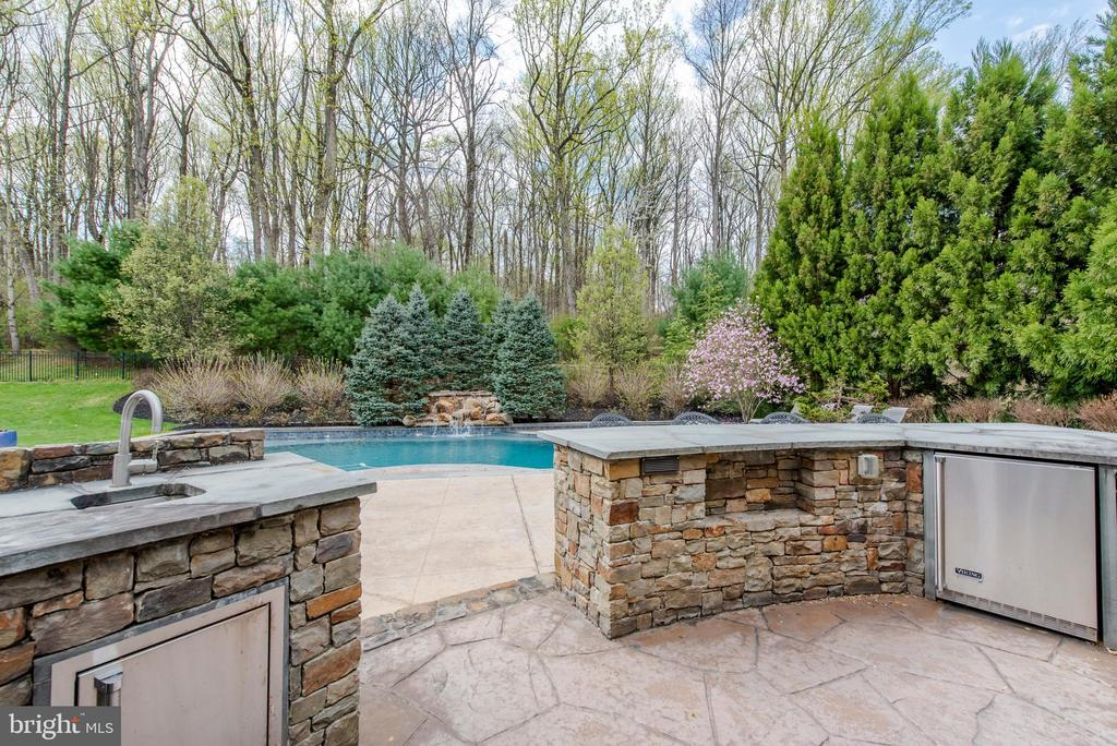 Grill - 5222 SWEET MEADOW LN, CLARKSVILLE