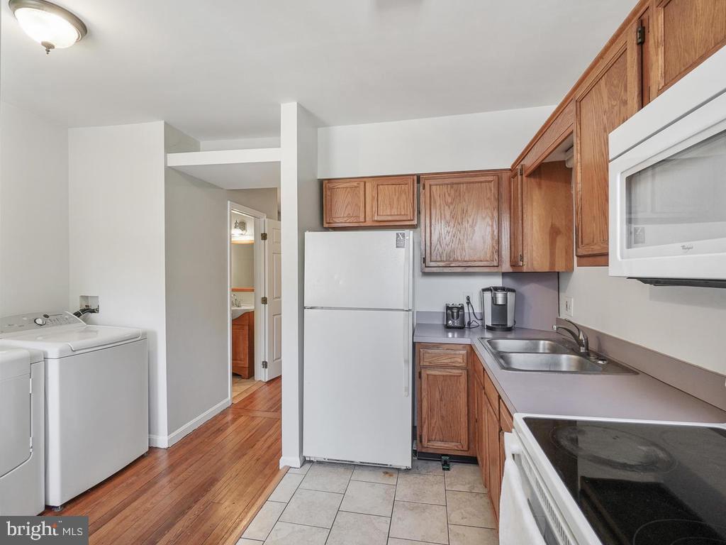 Kitchen/Hallway - 138 E 5TH ST, FREDERICK