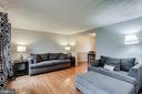 Bright Living Room w/ Gleaming Hardwood Floors - 7924 BUTTERFIELD DR, ELKRIDGE