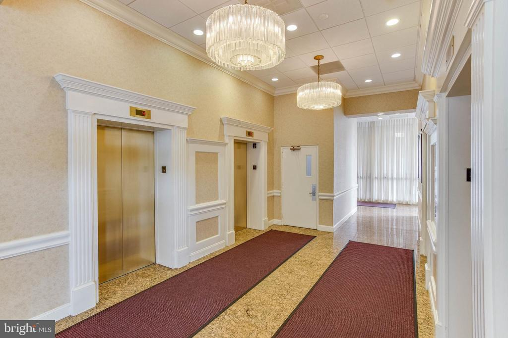 Elevator - 3800 FAIRFAX DR #1512, ARLINGTON