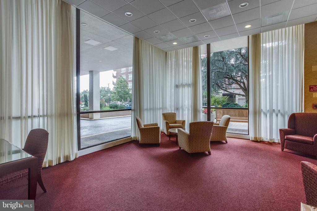 Lobby Sitting Area - 3800 FAIRFAX DR #1512, ARLINGTON