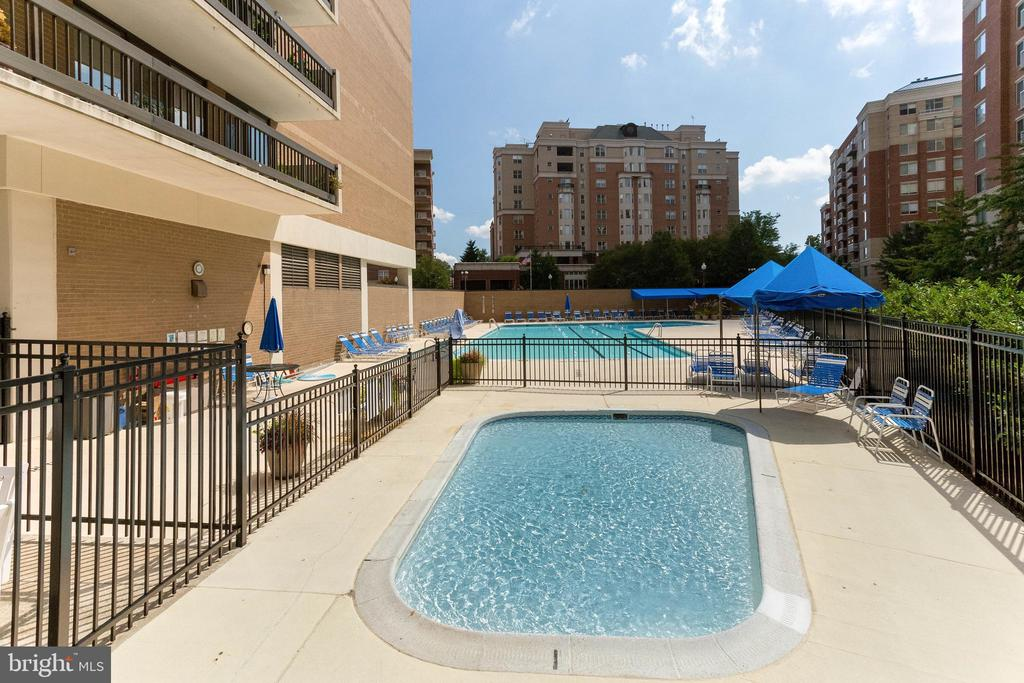 Two Outdoor Pools  Including Kiddie Pool - 3800 FAIRFAX DR #1512, ARLINGTON