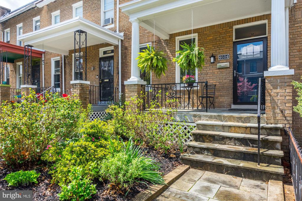 Beautiful garden and slate entryway and porch. - 4604 9TH ST NW, WASHINGTON