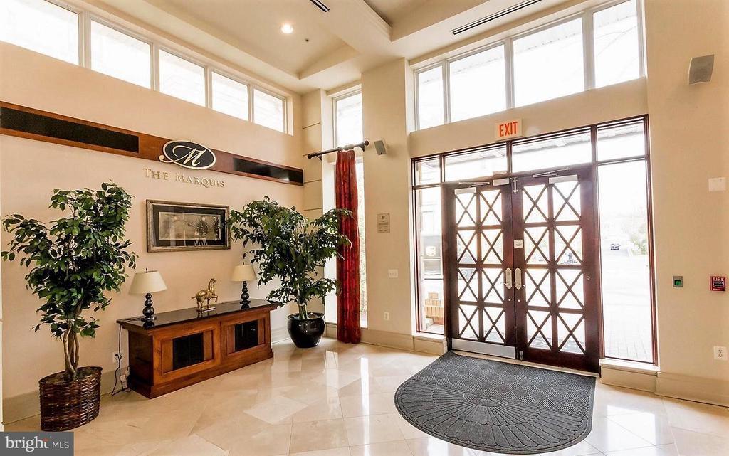 Welcoming foyer in community area - 9480 VIRGINIA CENTER BLVD #329, VIENNA
