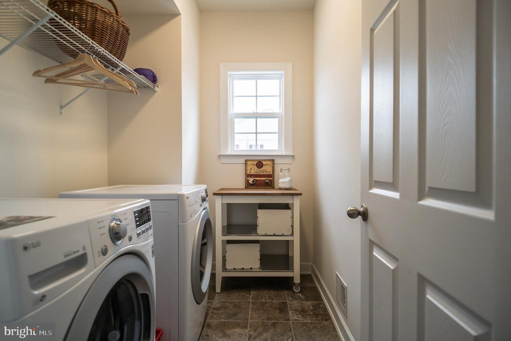 Upper level laundry room - 102 ALMOND DR, STAFFORD