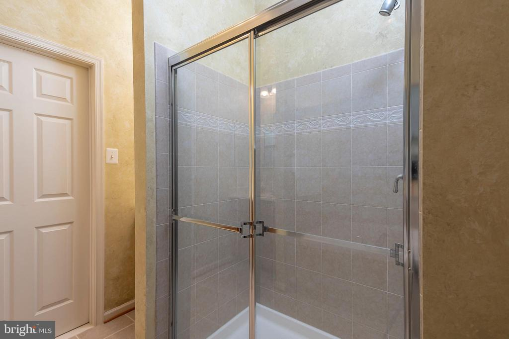 Separate soaking tub and shower - 8733 ENDLESS OCEAN WAY #32, COLUMBIA