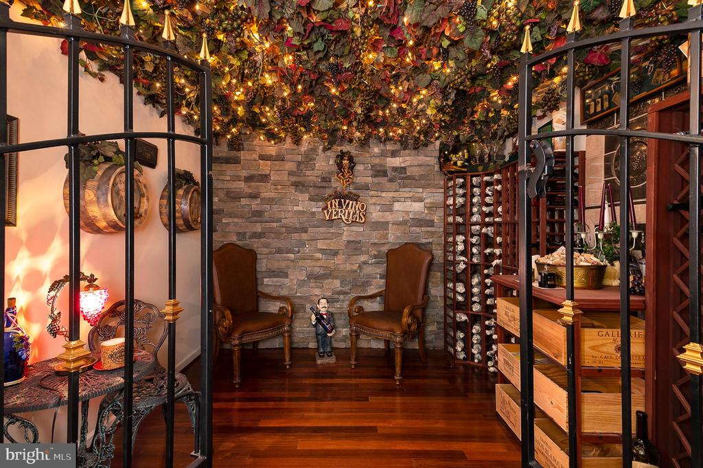 Stunning wine cellar w/ 300 bottle capacity - 8733 ENDLESS OCEAN WAY #32, COLUMBIA