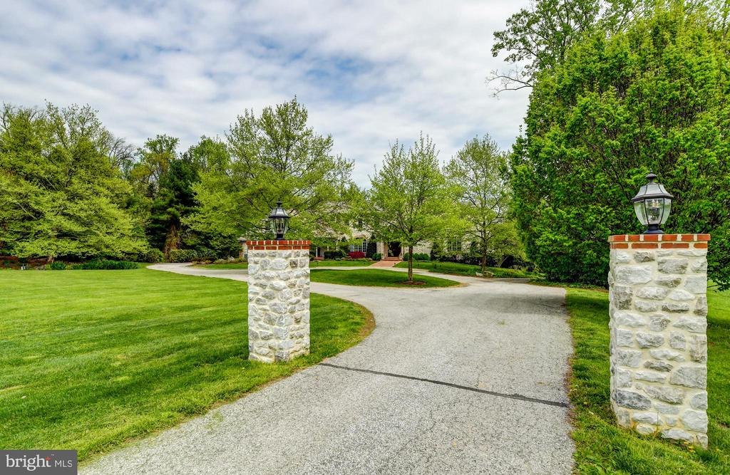 Private Estate Drive - 10807 GREENSPRING AVE, LUTHERVILLE TIMONIUM