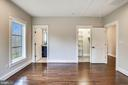 Ensuite Bath and Walk-In Closet - 1936 FRANKLIN AVE, MCLEAN