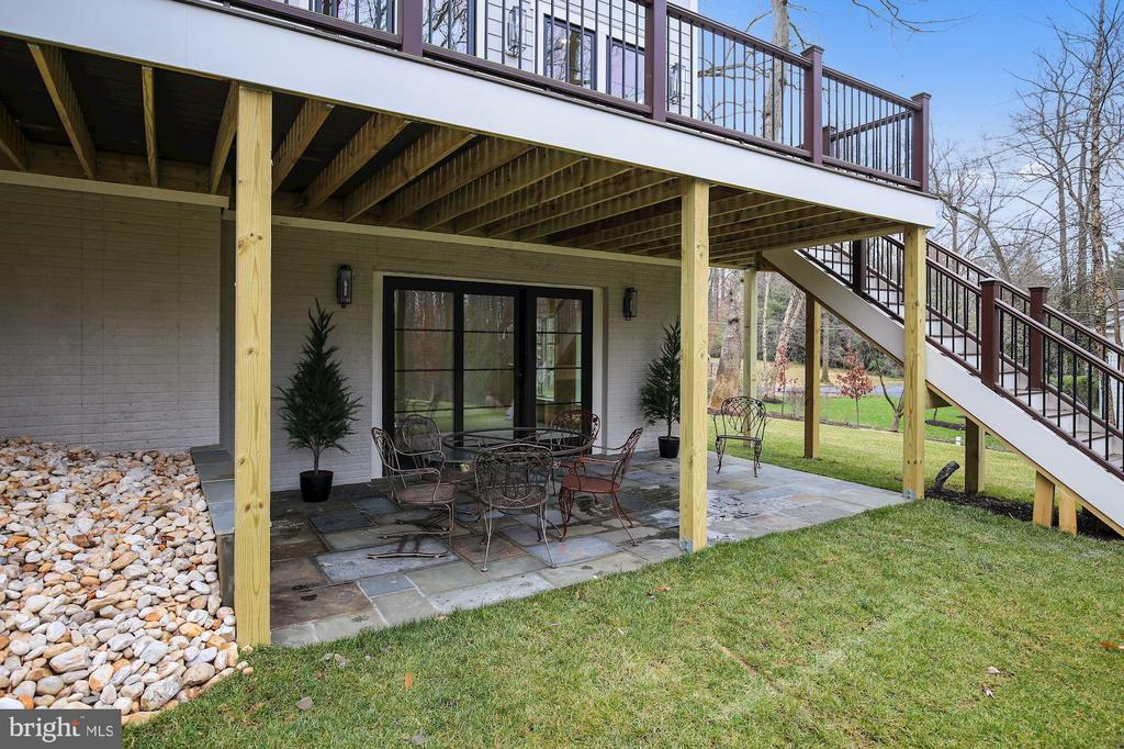 Walkout Lower Level Patio - 1936 FRANKLIN AVE, MCLEAN