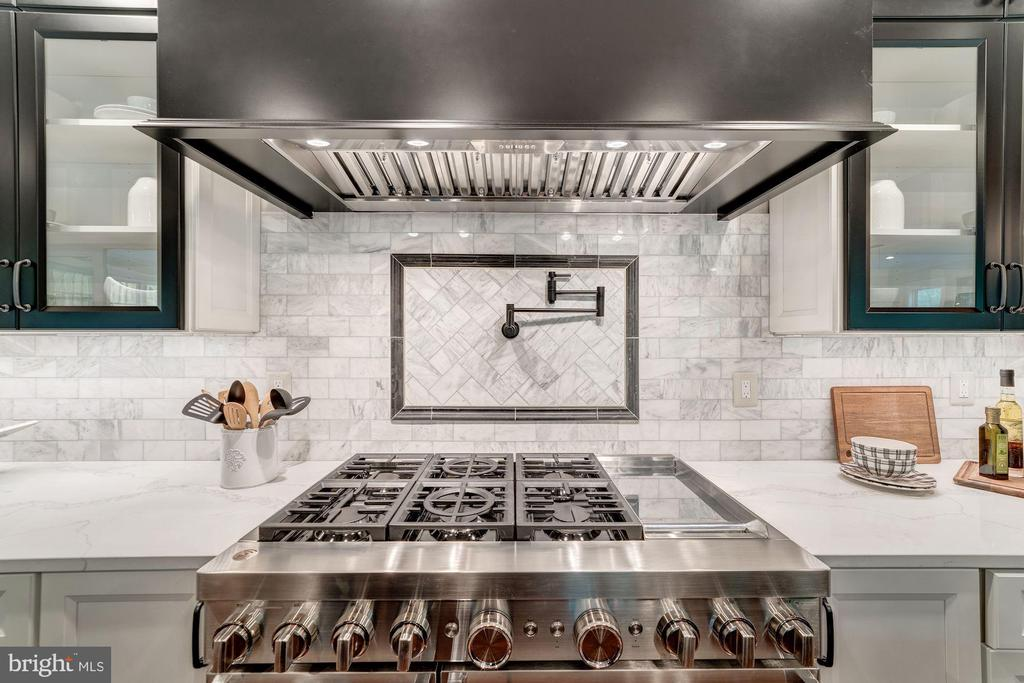 Commercial Stove - 1936 FRANKLIN AVE, MCLEAN