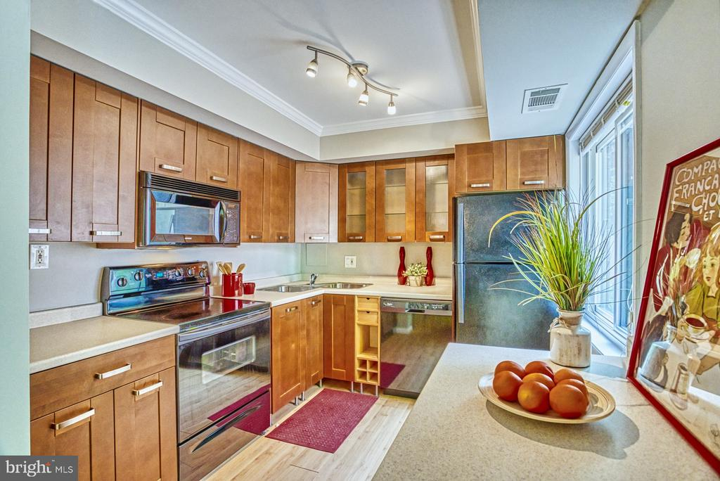 Beautiful maple cabinets - 3200 S 28TH ST #404, ALEXANDRIA
