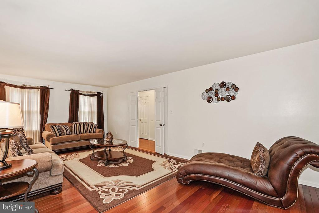 Open Floor, living room area with hardwood flrs - 3005 SEVEN OAKS PL, FALLS CHURCH