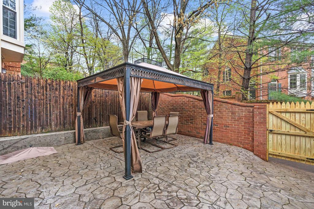 Fully fenced Backyard - 3005 SEVEN OAKS PL, FALLS CHURCH