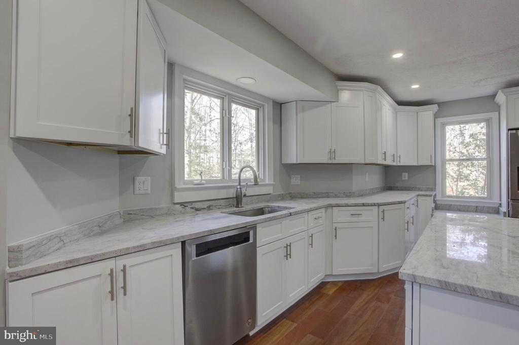 Stunning NEW Gourmet Kitchen with Custom Cabinetry - 1430 AQUIA DR, STAFFORD