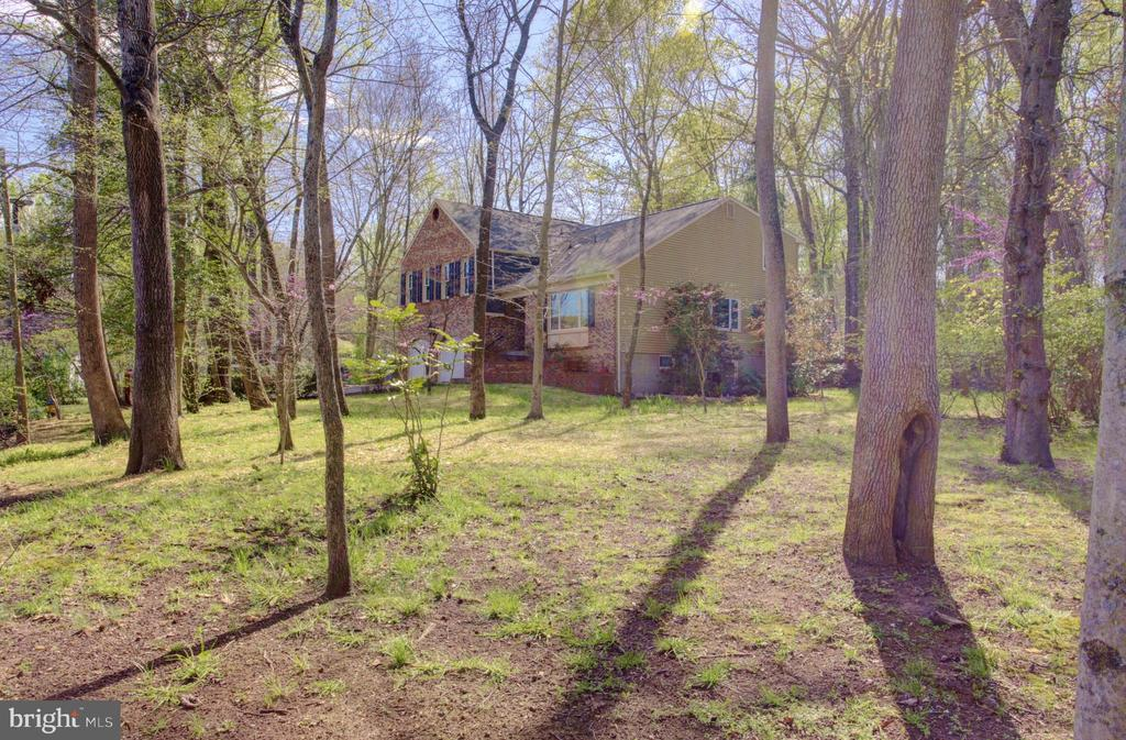 South-East facing Home with Mature Landscaping - 1430 AQUIA DR, STAFFORD