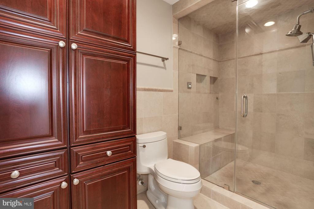 Owner's Bath - 1301 19TH RD S, ARLINGTON