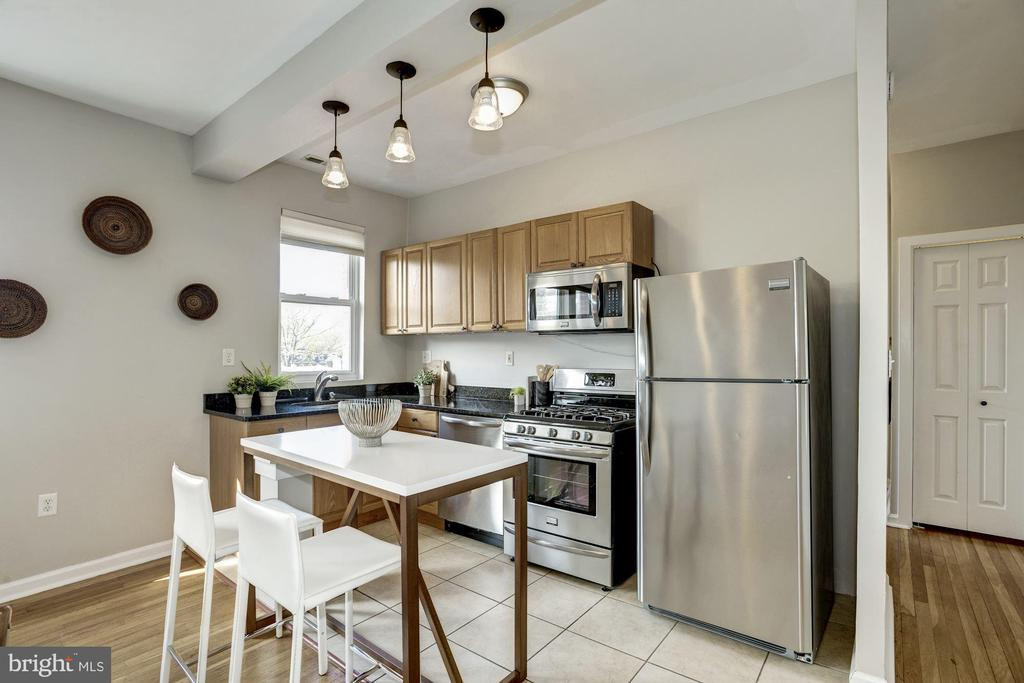 Granite counters, SS appliances, gas cooking - 4120 14TH ST NW #44, WASHINGTON