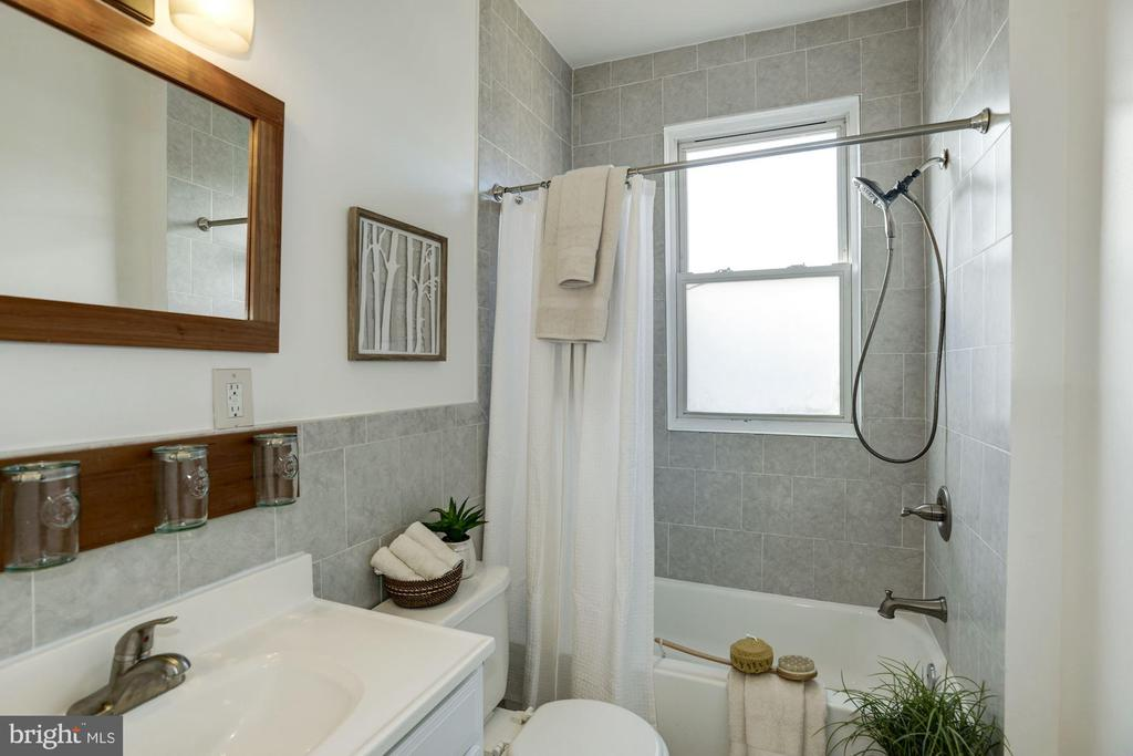 Crisp white bathroom off hall - 4120 14TH ST NW #44, WASHINGTON
