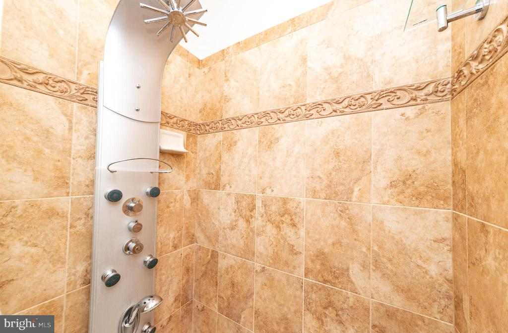 Tiled Shower with Upgrades - 812 MORAN DR, ANNAPOLIS