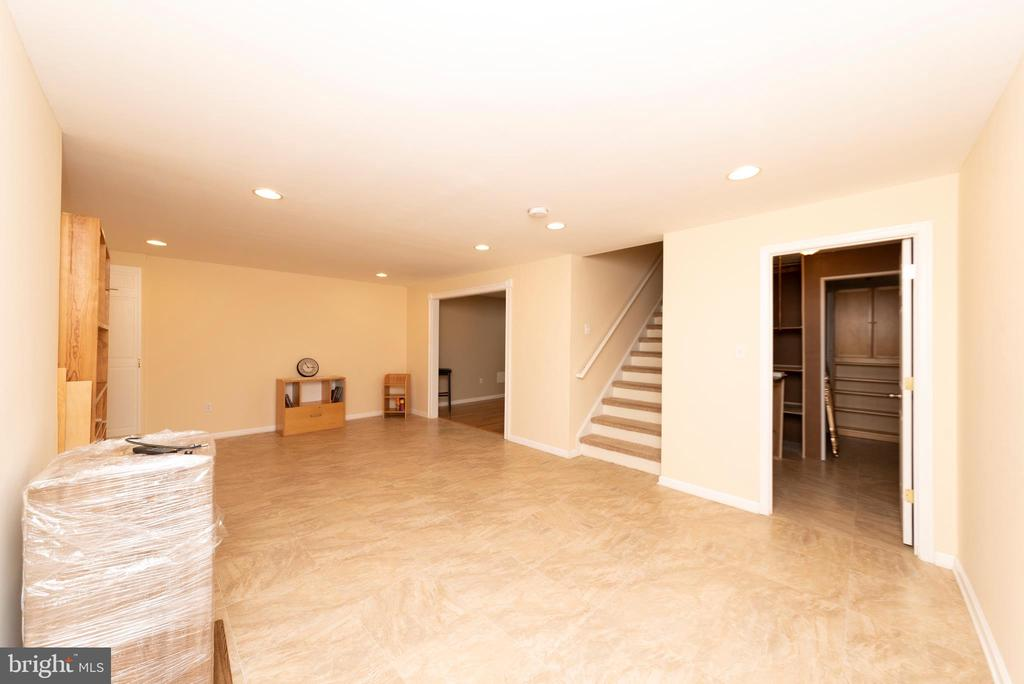 Tons of Space - 812 MORAN DR, ANNAPOLIS