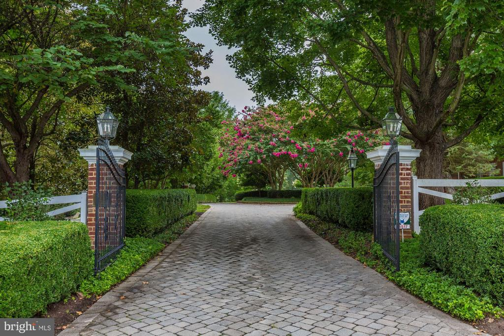 Gated Entry - 11517 HIGHLAND FARM RD, POTOMAC