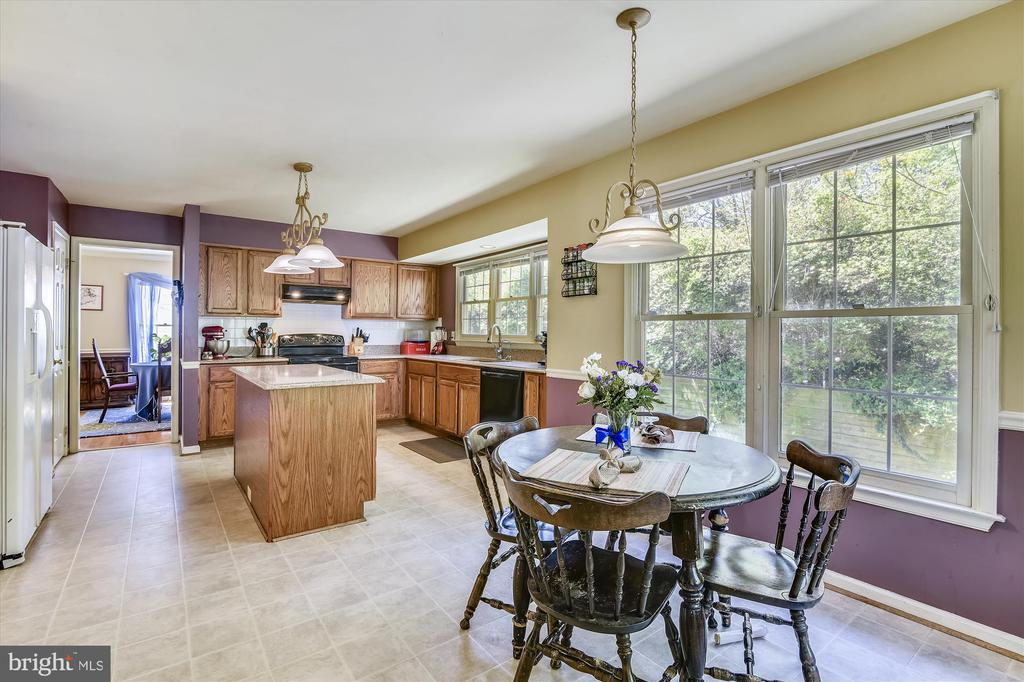 Large eat in kitchen, such a great open layout! - 2026 FARRAGUT DR, STAFFORD