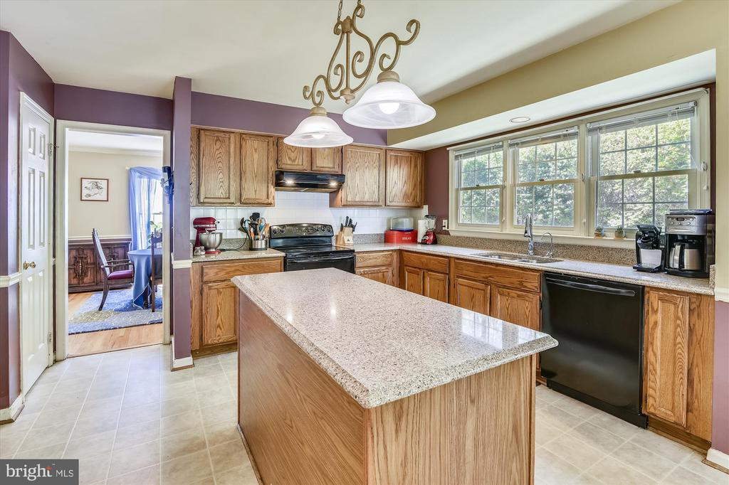 Kitchen is also open to the dining room! - 2026 FARRAGUT DR, STAFFORD