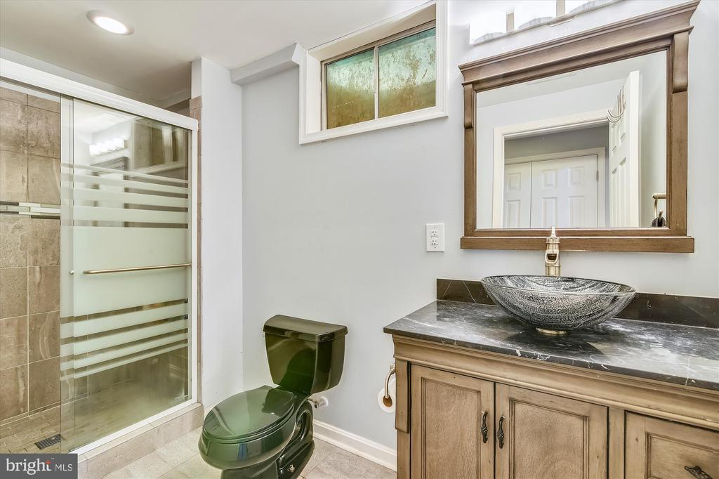 Updated full bathroom in the lower level - 2026 FARRAGUT DR, STAFFORD