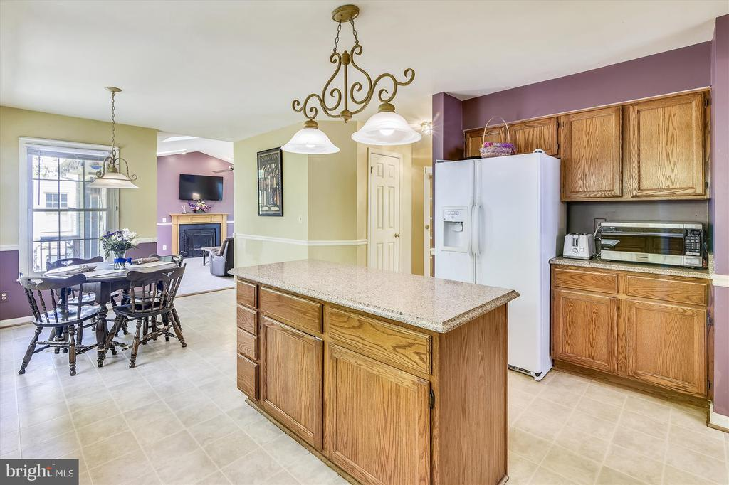 Large eat in kitchen, opens to the 2nd living room - 2026 FARRAGUT DR, STAFFORD
