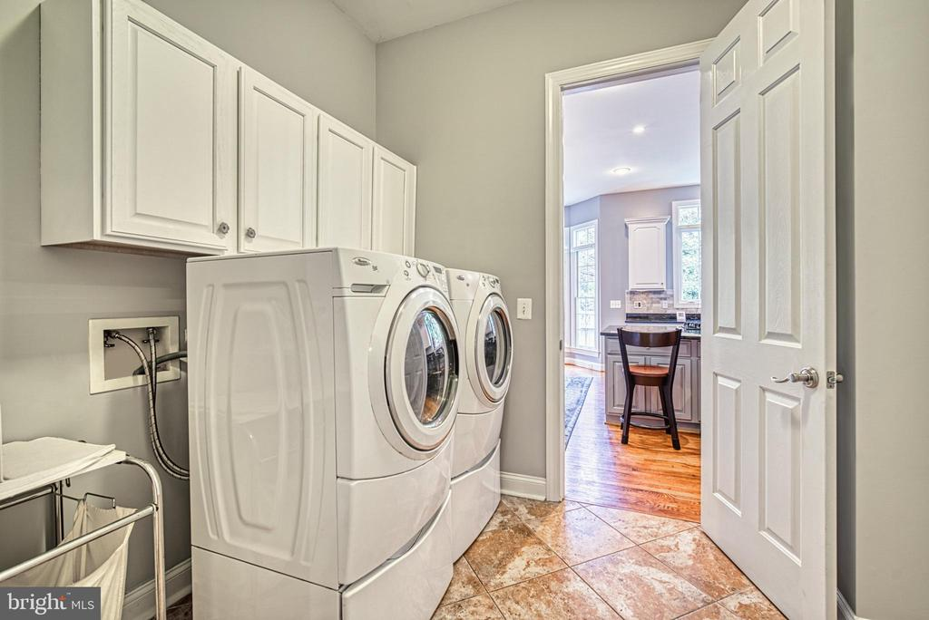 How great to have the laundry on the main level - 2704 SILKWOOD CT, OAKTON