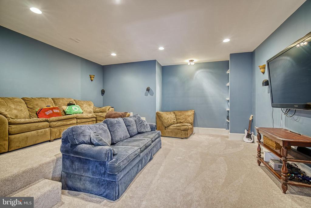 A theater room, now that is so much FUN! - 2704 SILKWOOD CT, OAKTON