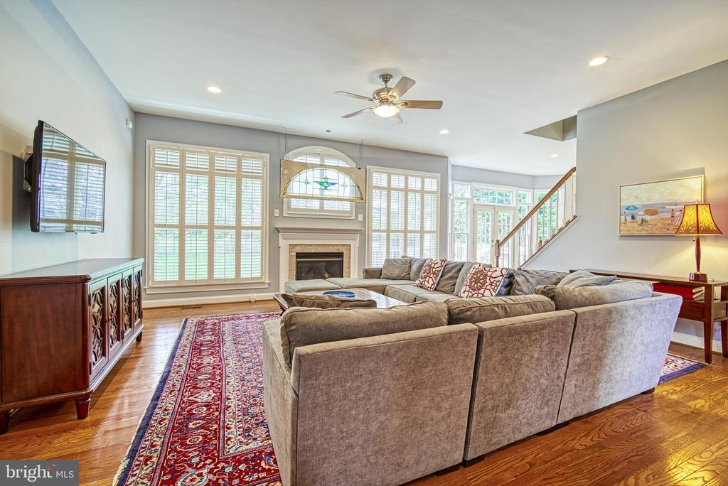 Great Room has a wall of windows and gas fireplace - 2704 SILKWOOD CT, OAKTON