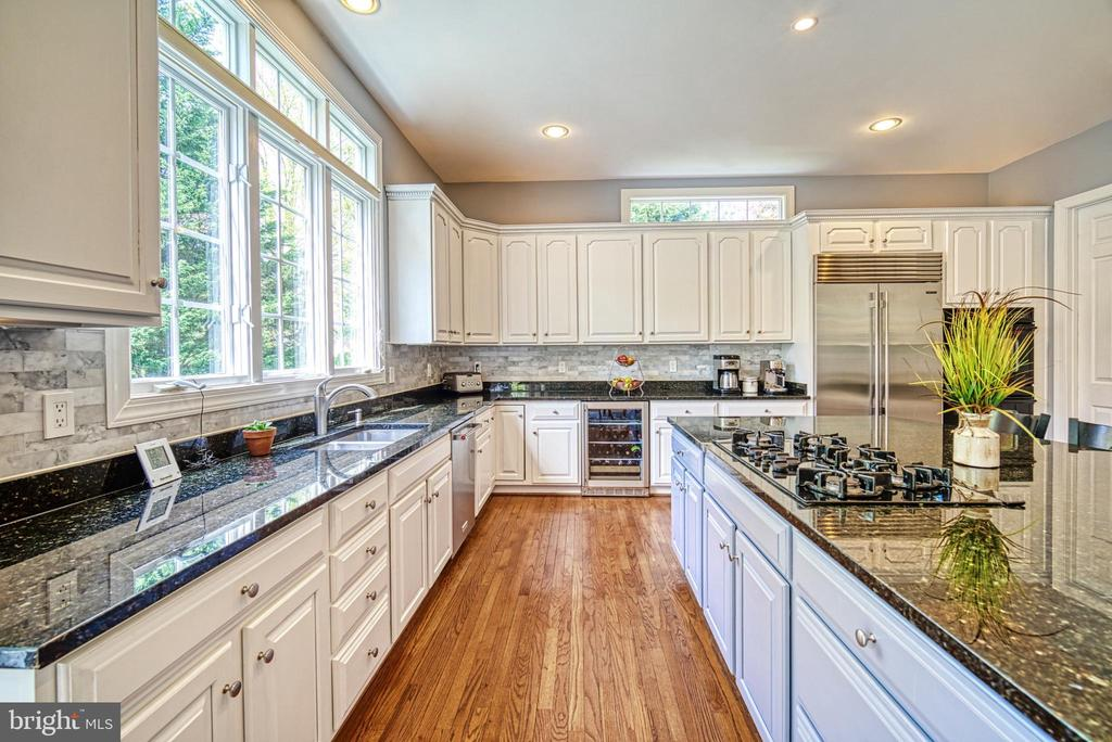 Beautiful cabinetry and so much storage - 2704 SILKWOOD CT, OAKTON